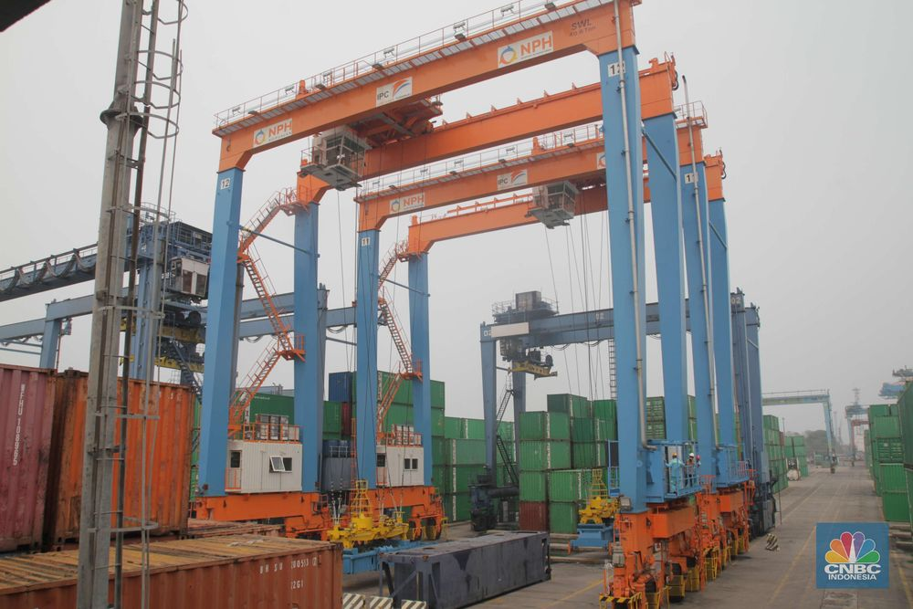 Neraca perdagangan Indonesia diperkirakan masih membukukan defisit pada Januari 2020.