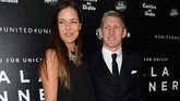 Juara Piala Dunia 2014 Bastian Schweinsteiger dan eks petenis nomor satu dunia Ana Ivanovic menikah pada Juli 2016 di Italia. (OLI SCARFF / AFP)