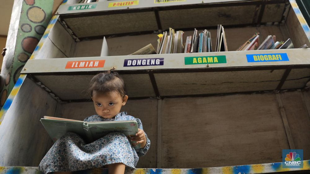 Di taman tersebut terdapat 200 jenis buku anak-anak. Jenis-jenis buku bervariasi dari sejarah hingga seni. (CNBC Indonesia/Andrean Kristianto)
