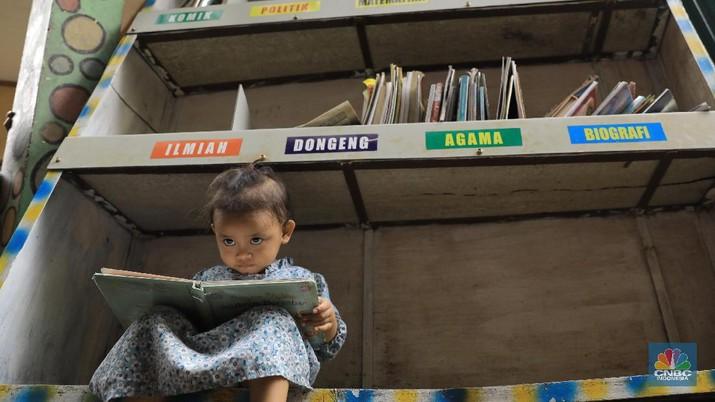 Taman Baca di Lingkungan Padat Penduduk. (CNBC Indonesia/Andrean Kristianto)