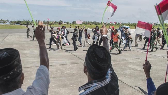 Kepala BNPB Doni Monardo mengatakan mereka akan dibekali uang saku Rp1 juta untuk ongkos perjalanan dan keperluan lain hingga mereka tiba di kediaman masing-masing. (ANTARA FOTO/Muhammad Adimaja/wsj).