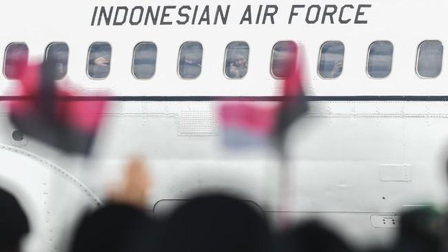 Menteri Kesehatan Terawan Agus Putranto menjelaskan sepulangnya warga dari Natuna, maka mereka menerima surat pernyataan bebas dari virus corona. (ANTARA FOTO/Muhammad Adimaja/wsj).