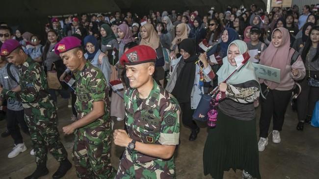 Para WNI akan ke Jakarta bersama dengan Menteri Kesehatan, Kepala BNPB, Menko PMK dan Perwakilan WHO akan diberangkatkan dengan pesawat milik TNI AU. (ANTARA FOTO/Muhammad Adimaja/wsj).