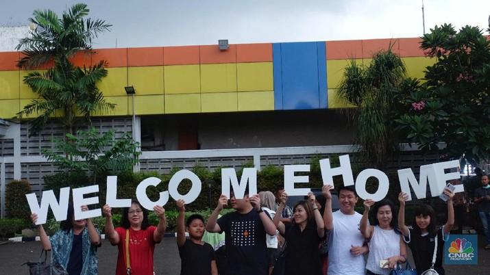 Penampakan WNI dari Wuhan Saat Tiba di Jakarta