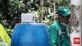Badan Tenaga Nuklir Nasional (BATAN) melakukanpembersihanpada area terpapar zat radioaktif di Perumahan Batan Indah Tangerang Selatan. Minggu (16/2/2020). CNN Indonesia/Andry Novelino