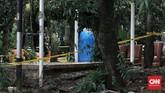 Area terpapar zat radioaktif di Perumahan Batan Indah Tangerang Selatan dikelilingi garis kuning. (CNN Indonesia/Andry Novelino)