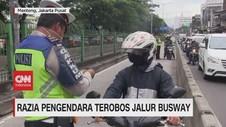 VIDEO: Pengendara Panik & Hindari Razia di Jalur Busway
