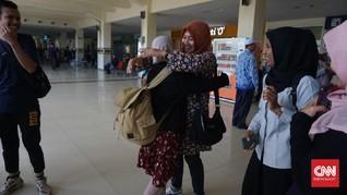 Tangis Haru Keluarga Sambut Mahasiswa Aceh Pulang dari Wuhan