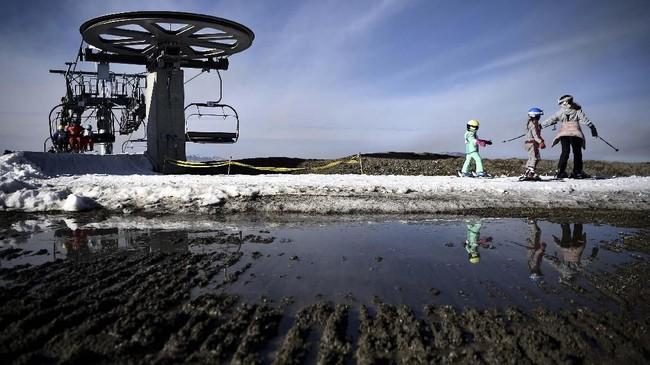 Pemandangan latihan ski di Resor Luchon-Superbagneres. (Anne-Christine POUJOULAT / AFP) (Anne-Christine POUJOULAT / AFP)