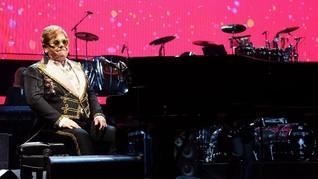 Sakit, Elton John Menangis Tak Dapat Tuntaskan Konser