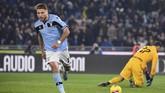 Lazio menyamakan skor 1-1 berkat tendangan penalti Ciro Immobile pada menit ke-50. (Alfredo Falcone/LaPresse via AP)