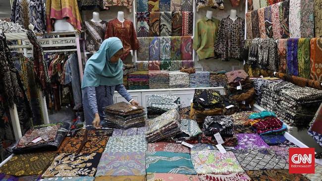 Para pedagang umumnya berasal dari wilayah industri batik seperti Madura, Cirebon, Pekalongan, Solo, Yogya, Madiun, Tulung Agung hingga Sumatera. (CNNIndonesia/Safir Makki)