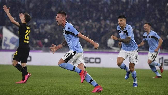 Gol gelandang Lazio Sergej Milinkovic-Savic pada menit ke-69 membuat skor berbalik 2-1 untuk Lazio. (Alfredo Falcone/LaPresse via AP)
