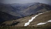 "Sejumlah pakar mengatakan, pemindahan salju dengan helikopter merupakan ""penyimpangan atas usaha meredakan pemanasan global"