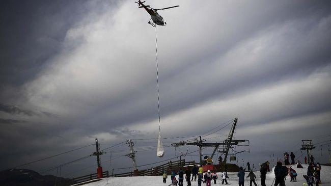 Pemanasan Global, Resor Ski Angkut Salju dengan Helikopter