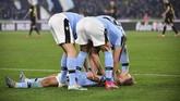 Para pemain Lazio merayakan gol yang dicetak Ciro Immobile. (Alfredo Falcone/LaPresse via AP)
