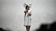 Sia Isyaratkan Siap Rilis Album Usai Sutradarai Film