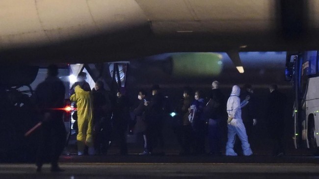 Kedubes AS di Tokyo mengatakan pihaknya mengevakuasi warga dan kru kapal karena khawatir berisiko tinggi terpapar virus corona. (Kazuhiro NOGI / AFP)