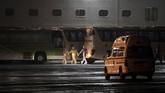 Seluruh warga akan kembali menjalani karantina selama dua pekan di pangkalan militer di Texas dan California. (Behrouz MEHRI / AFP)