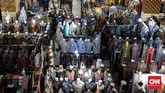Bagi penggemar batik yang tak punya waktu berbelanja di daerah aslinya, sentra batik di Thamrin City bisa menjadi solusinya. (CNNIndonesia/Safir Makki)