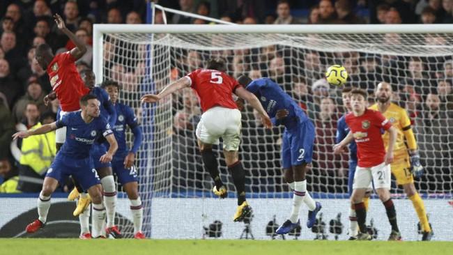 Proses gol Manchester United Harry Maguire ke gawang Chelsea pada menit ke-66. (AP Photo/Ian Walton)