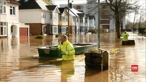 VIDEO: Inggris Dilanda Banjir Akibat Badai Dennis