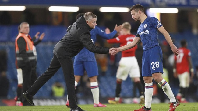 Pelatih Manchester United Ole Gunnar Solskjaer tetap memuji para pemain Chelsea meski timnya menang 2-0. (AP Photo/Ian Walton)