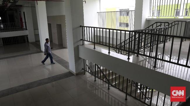 Unit untuk rumah tinggal tersedia dari lantai 4 hingga 25. Lantai bawah tersedia pasar serba ada. (CNNIndonesia/Safir Makki).