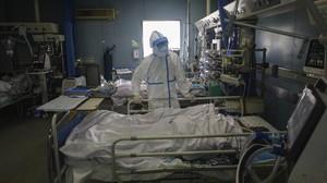 Korban Meninggal akibat Virus Corona Naik Jadi 2.120 Orang