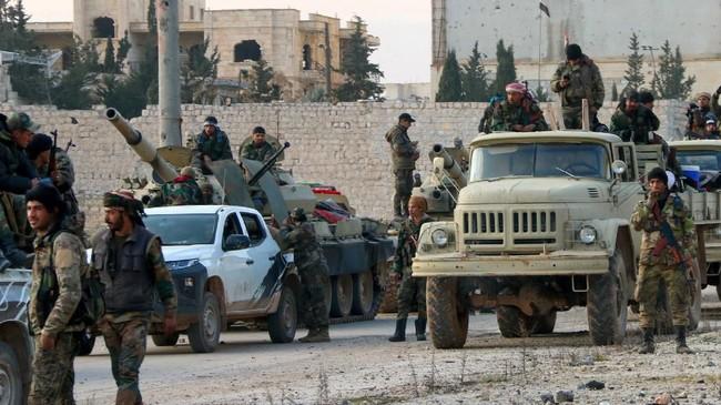 Akibat pertempuran yang terus terjadi antara pemerintah dan pemberontak membuat sekitar 800 ribu penduduk sipil mengungsi.(Photo by - / AFP)