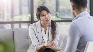 Kenali Beda Psikolog dan Psikiater