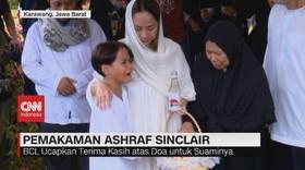 VIDEO: Tangis Keluarga Iringi Pemakaman Ashraf Sinclair
