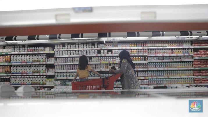 Sertifikasi halal dinilai menjadi aspek penting dalam bisnis makanan di Tanah Air. Hal itu berkaitan dengan rasa aman seiring garansi yang diberikan atas produk atau jasa yang dibeli.  Ketua Indonesia Halal Lifestyle Center (IHLC) Sapta Nirwandar mengatakan, untuk perusahaan besar seperti PT Indofood Sukses Makmur Tbk (INDF), tak bisa dimungkiri sertifikasi halal menambah penjualan produk yang dihasilkan.