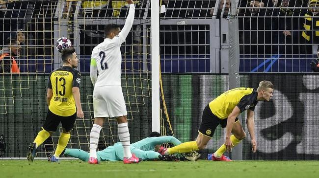 Dortmund baru mampu memecah kebuntuan pada menit ke-69 setelah Erling Braut Haaland berhasil lolos offside dan menaklukkan kiper Keylor Navas. (AP Photo/Martin Meissner)
