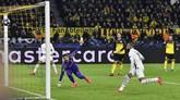 PSG kemudian menyamakan kedudukan pada menit ke-75 melalui Neymar setelah menerima umpan tarik Kylian Mbappe. (AP Photo/Martin Meissner)