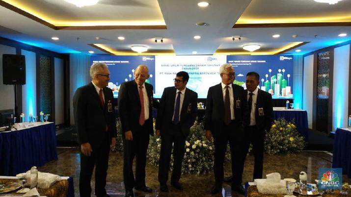 RUPST PT Bank Rakyat Indonesia Agroniaga Tbk (AGRO) (BRI Agro) menyetujui pengangkatan Ebeneser Girsang sebagai Direktur Utama perusahaan.