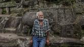 Ia hidup di sana dan berhasil mengubah batuan granit sepanjang 91 meter menjadi mahakarya ukir. Giron melakukan itu demi mewujudkan impiannya sejak kecil saat ia berusia 9 tahun. (INTI OCON/AFP)