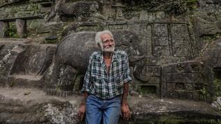 FOTO: 'Bertapa' 40 Tahun demi Mengukir Pegunungan