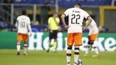 Valencia berhasil mencetak satu gol balasan namun kekalahan 1-4 di leg pertama membuat tugas mereka bakal berat saat menjamu Atalanta. (AP Photo/Antonio Calanni)