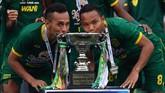 Ini menjadi gelar kedua Persebaya Surabaya di Piala Gubernur Jatim. Sebelumnya Bajul Ijo sukses meraih juara pada 2006. (ANTARA FOTO/Zabur Karuru)