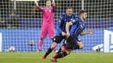 Unggul 2-0, Atalanta terus menyerang. Remo Freuler berhasil membuat Atalanta unggul 3-0 di menit ke-57. (AP Photo/Antonio Calanni)