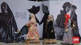 Tak hanya pameran produk fashion, makanan halal saja. Muslim Fashion Festival 2020 juga menggelar fashion show busana muslim. CNNIndonesia/Safir Makki