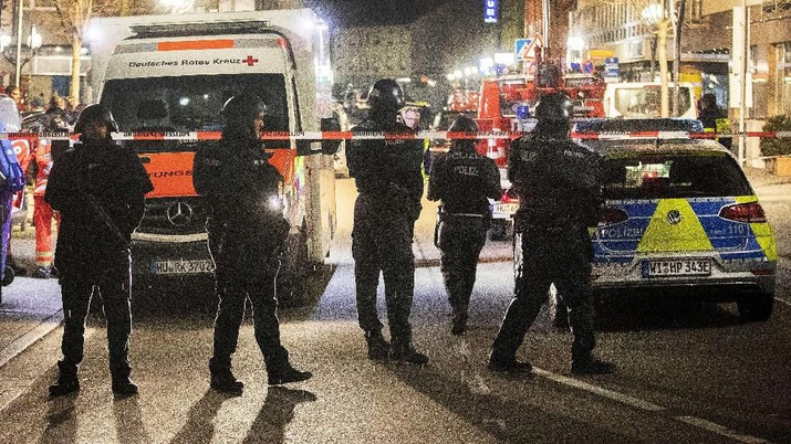 Akibat peristiwa penembakan ini, ada ada delapan orang korban tewas dan lima orang terluka.