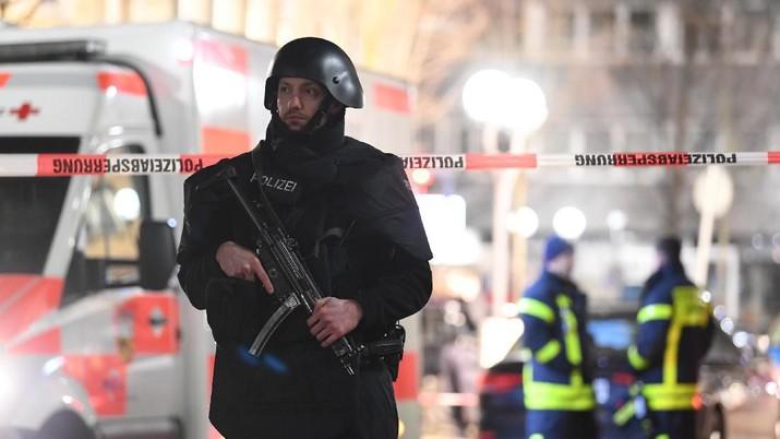 Penembakan massal di Jerman terjadi di Jerman, sebanyak 9 orang tewas. Pelaku yang juga tewas meninggalkan pesan rasis.