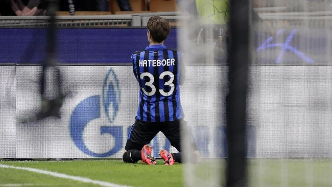 Hans Hatebour lalu menggenapkan keunggulan Atalanta jadi 4-0. Hatebour melakukan solo run dari sisi lapangan sebelum menggetarkan gawang Valencia. (AP Photo/Luca Bruno)