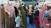 Konsumsi fashion muslim di Indonesia setiap tahunnya bertumbuh sekitar 18 persen per tahun. CNNIndonesia/Safir Makki
