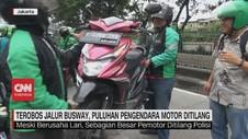 VIDEO: Pengendara Angkut Motor untuk Hindari Polisi