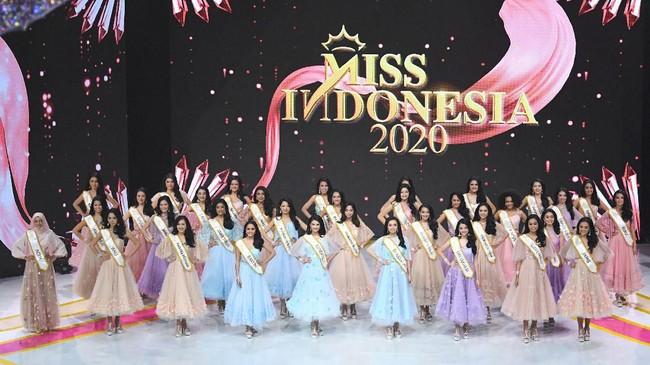 Sebanyak 34 finalis dari seluruh daerah di Indonesia bertarung memperebutkan mahkota Miss Indonesia 2020 pada Kamis (20/2) malam. Sebelumnya mereka menjalani proses karantina selama hampir satu bulan lamanya. (ANTARA FOTO/M Risyal Hidayat/aww)