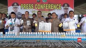 VIDEO: Polisi Tangkap Penjual Obat Penenang Ilegal