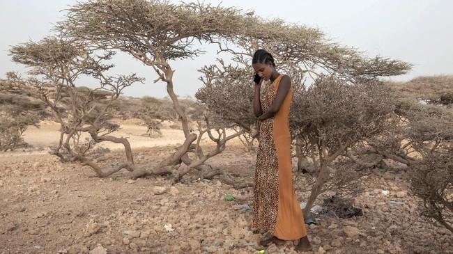 Kemiskinan yang menjerat warga Ethiopia membuat warganya mempertaruhkan kemampuan dan nyawa untuk memperbaiki nasib.(AP Photo/Nariman El-Mofty)